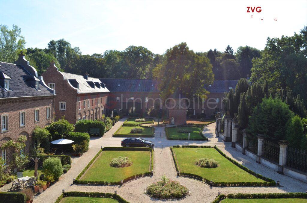 Verkauf einer Eigentumswohnung im denkmalgeschützten Schlossanwesen aus dem Bankenbestand
